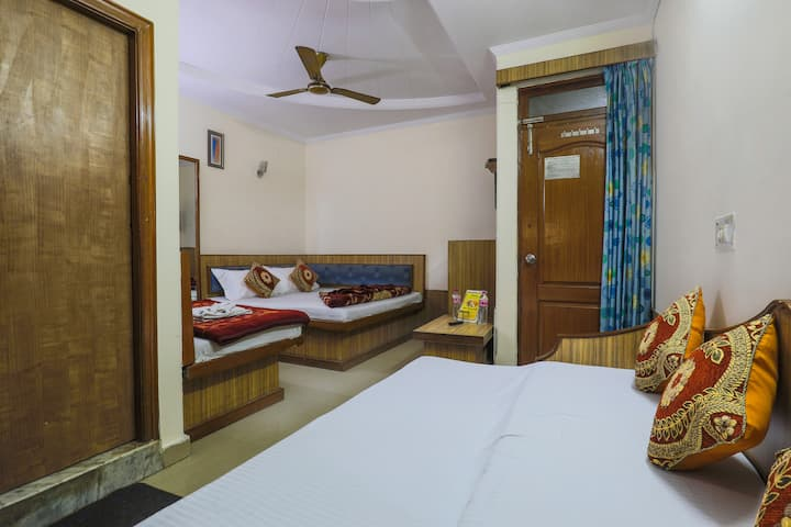 5 person | Hotel Rooms near Railway Station|