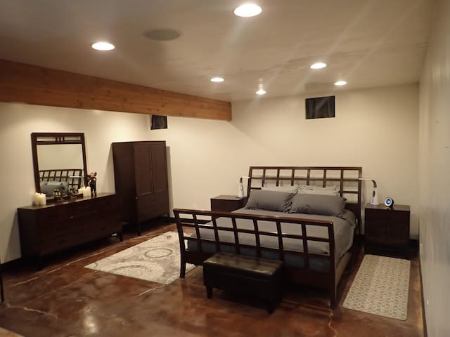 3 Heated Beds~Ski~Fish~Explore~Rest~Edge of Town