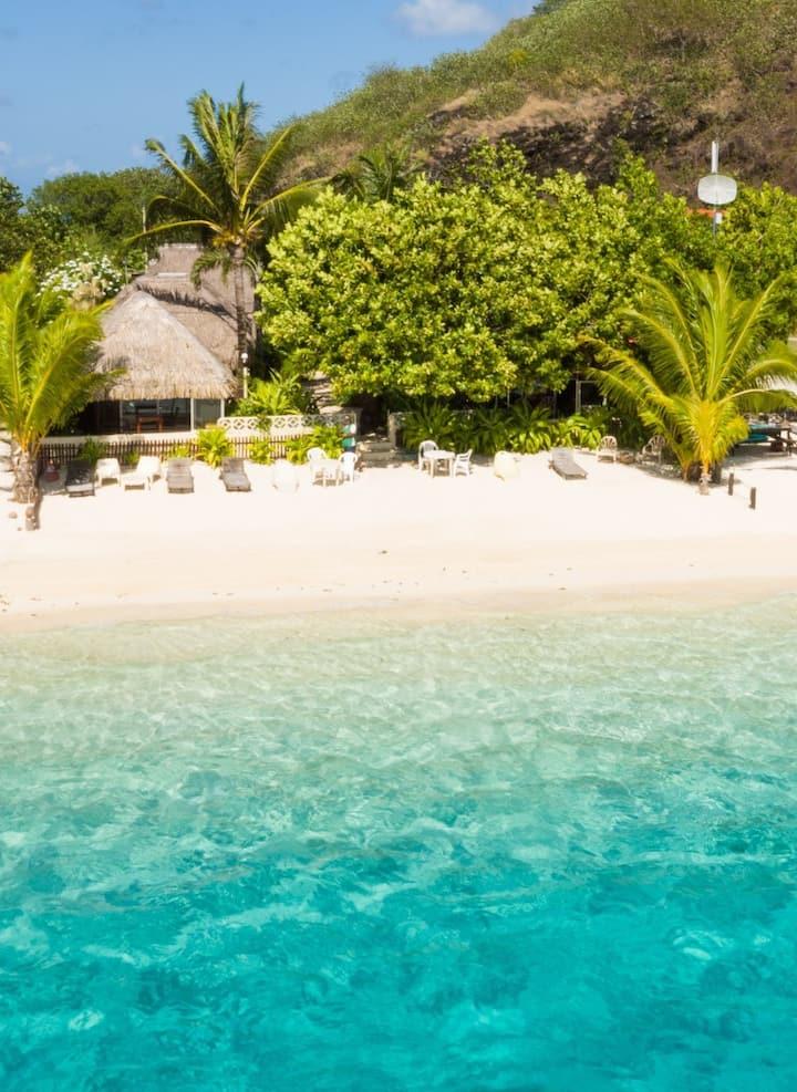 Jardin tropical sur la plus belle plage de Bora