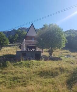 Cottage above the Bukumirsko Lake