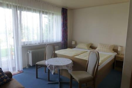 Ferienwohnung Margit (Maroldsweisach), Ferienwohnung (1) mit Terrasse