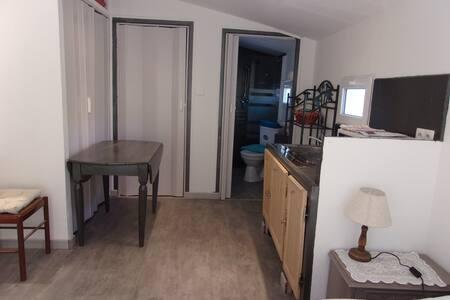 grande chambre proche d Avignon - Sorgues