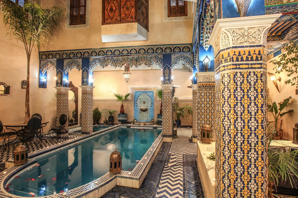 Riad a marrakech avec terrasse et grande piscine bed and for Riad piscine privee marrakech