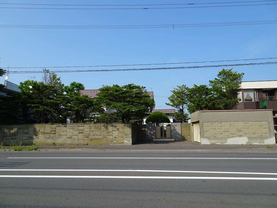 别墅正门  Guest house`s Main gate