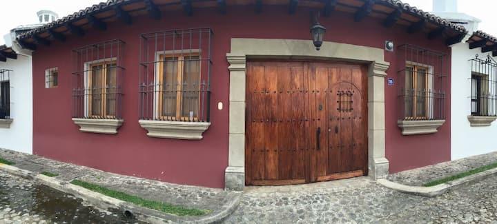 Casa completa con piscina en Antigua Guatemala