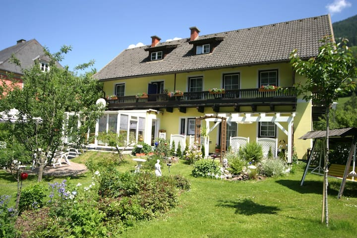 Charming Apartment in Feld am See, 100 m from Lake