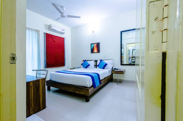 Comfortable room Opp Ulsoor Lake with Wifi