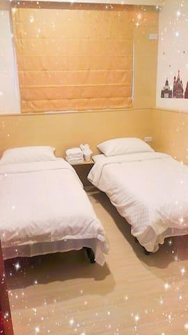 台中北屯  野腳馬驛站(J.K house)乾淨舒適,雙人雙床,全新電梯公寓。(有提供停車位)