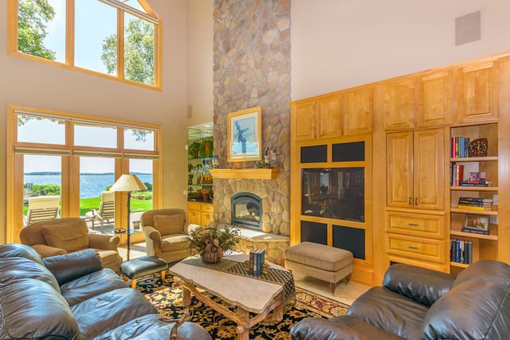 Executive Lake Home on Gull Lake - Nisswa