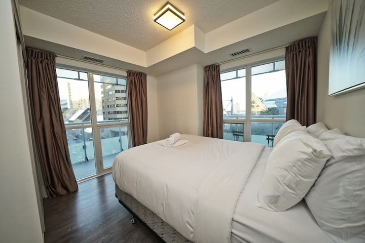 Splendid 2BR + 2WR by Rogers Centre & CN Tower