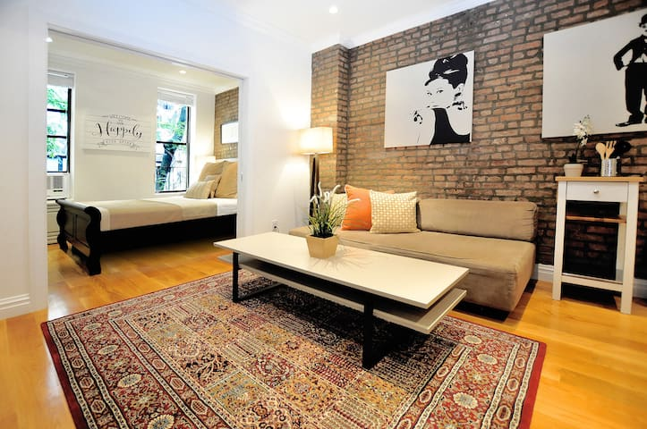 Classic Upper East Side Charm – 1 BR/1 BA Apartment