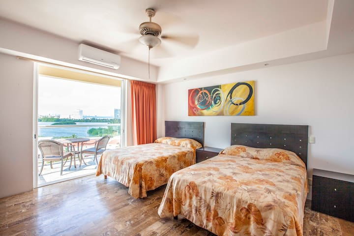 Studio on the Beach, the best Location! 6th floor