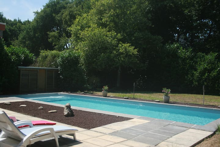 Villa plein pied piscine ,cinema, 4 chambres - Saint-Aubin-de-Médoc - Villa