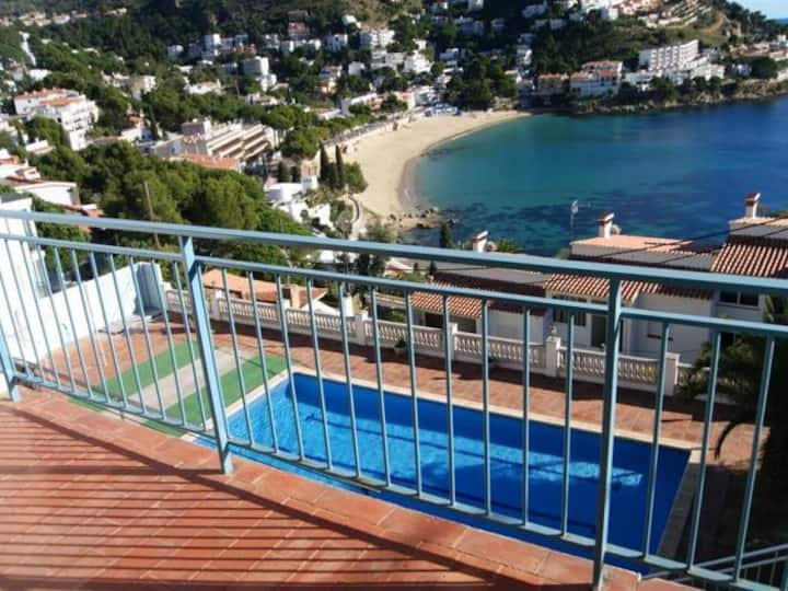 ROD. Apartment with incredible views of the Small Bay of Canyelles Petites.