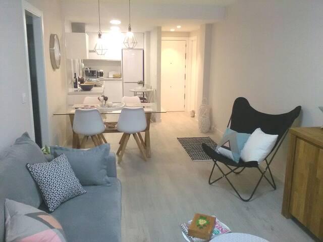 Apartamento coqueto, 150m  playa,parking incluido.