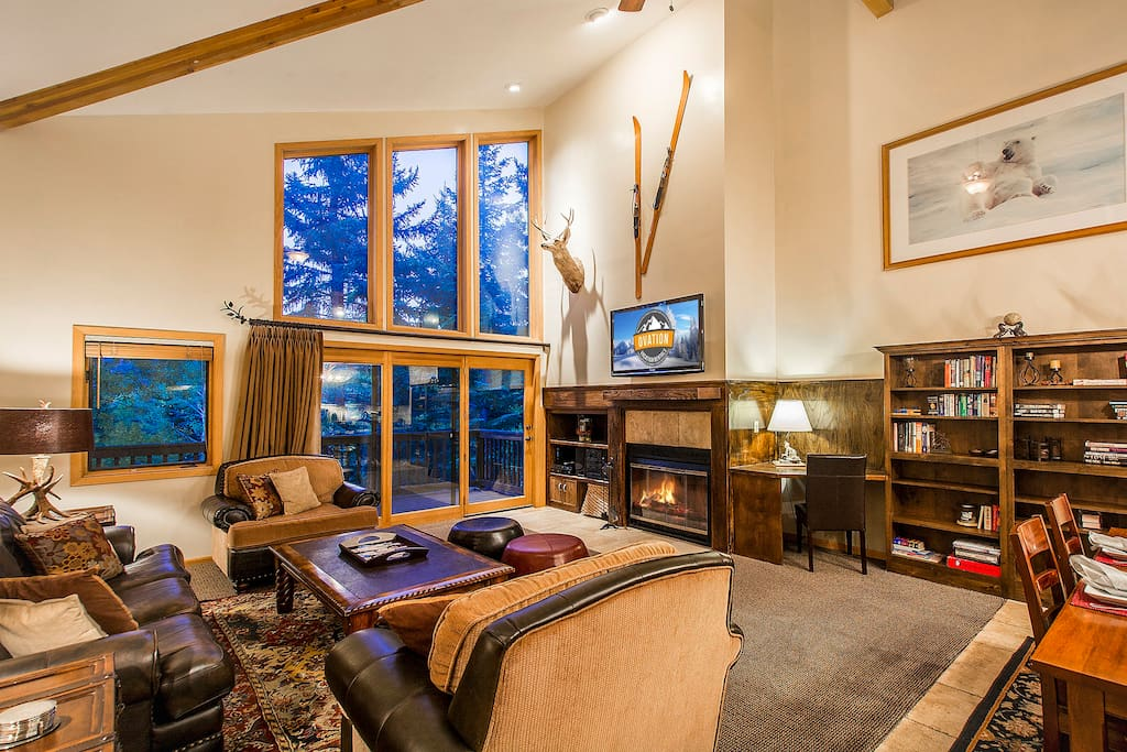 Huge Living area with vaulted ceilings