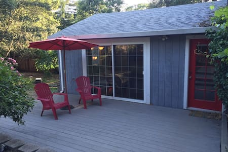 Newly listed - cottage with wood stove & deck - Sonoma - Bungalow