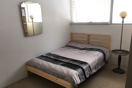 Comfortable room with own bathroom, great location - Camperdown - 独立屋