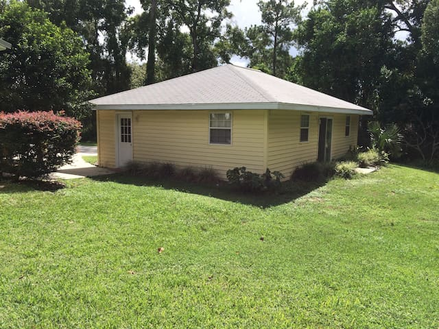 SE Ocala Detached Suite - Ocala - Huoneisto