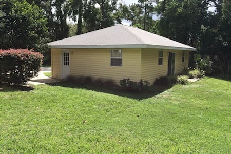 SE Ocala Detached Suite