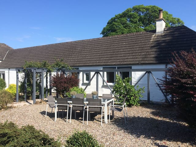 4 * luxury cottage, Dunmore Castle and Cottages