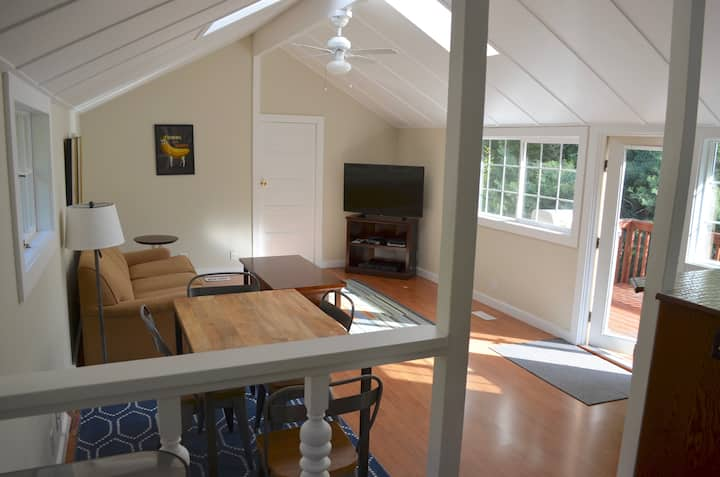 Sunny and Private 1 Bd Cottage