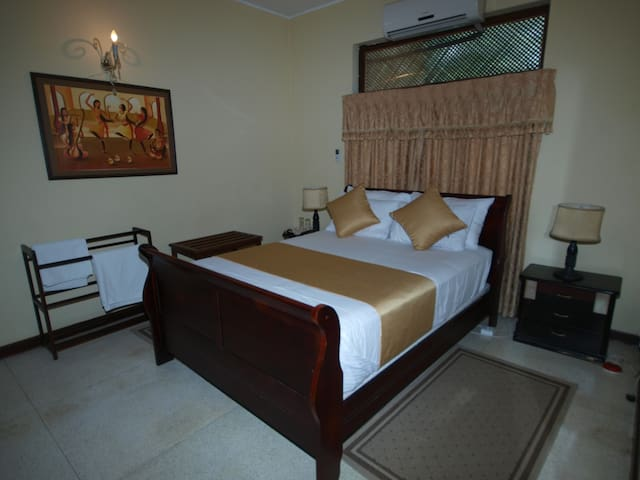 The Delma Bungalow (Cinnamon Room) - Colombo - Bed & Breakfast