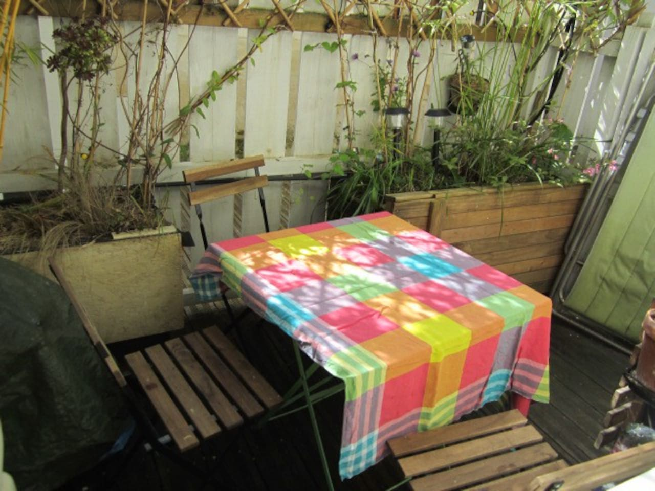 Ou mini city garden. 2 people fit at the table comfortably, 4 at a squeeze. Sunny most of the day...