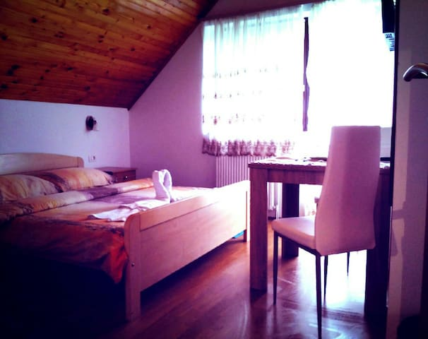 Guest house First stop,4bedroom - Općina Rakovica - House
