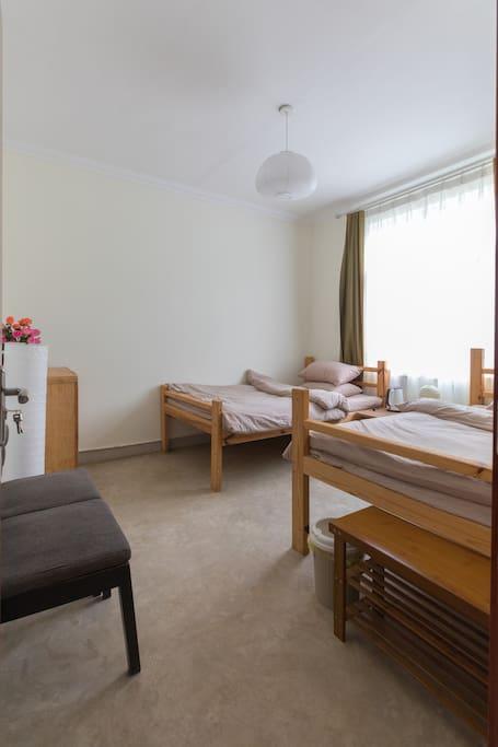 二楼1.2米单床两张