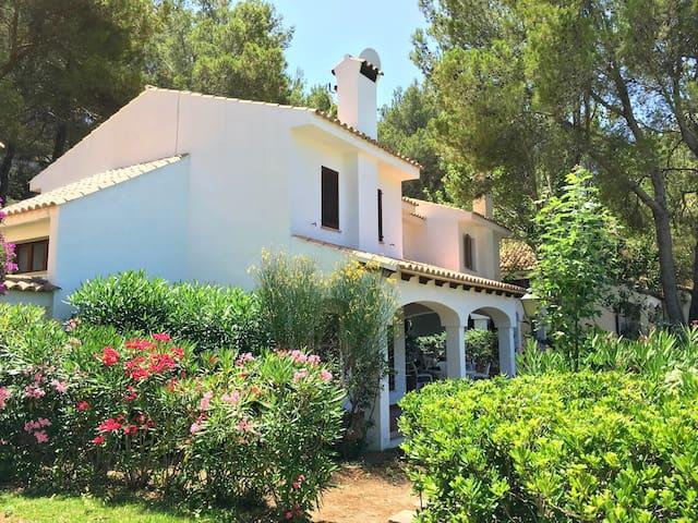 Jolie villa 6/8 personnes, piscine, proche plage - Cala Sant Vicenç - วิลล่า