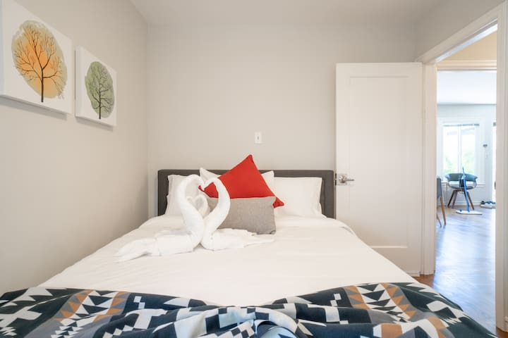 2nd bedroom with queen-size bed - Dyson fan is provided