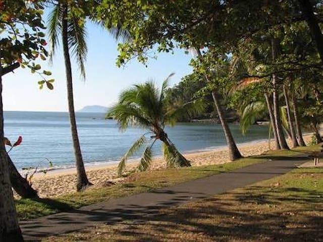 Pickles Trinity Beach Bach - Trinity Beach - Lejlighed