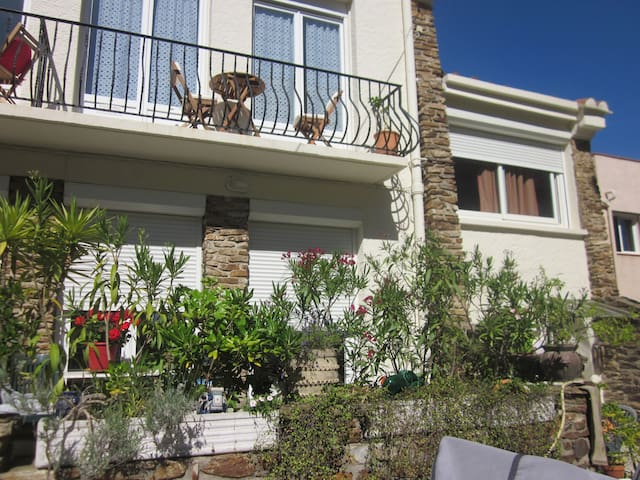 Nice appartement for 4 in house 50m from the sea