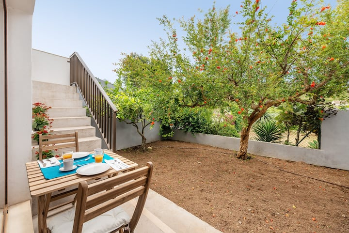 SA LLIMONERA - Charming town house with patio and garden Free WiFi