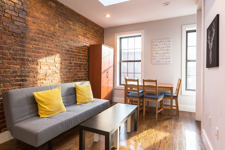 Private Room Sleeps 3 in Bed Stuy Near Train