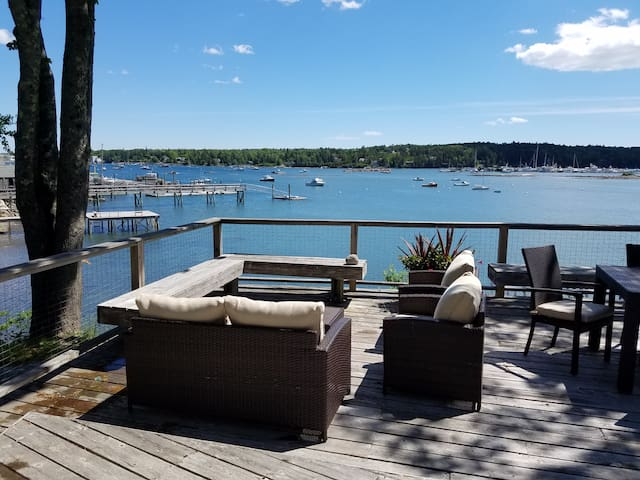 Beautifully renovated WATERFRONT house