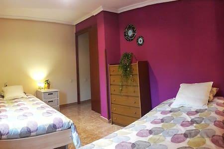 Habitación doble privada en el centro del pueblo. - Albarracín