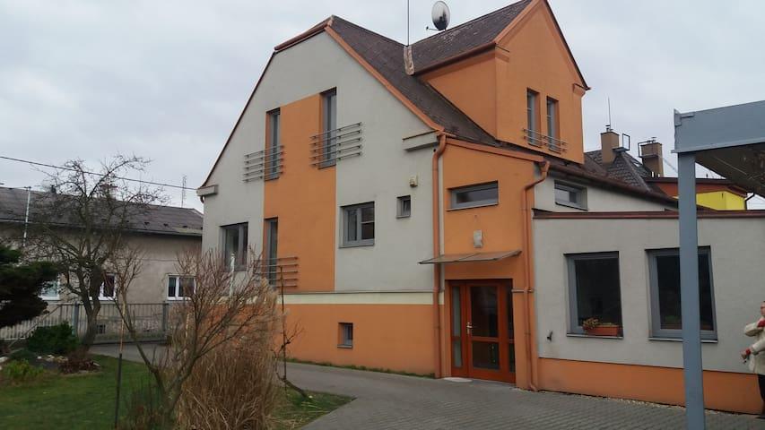Klidný byt se zahradou Ostrava-Hrabůvka - Ostrava - Huis