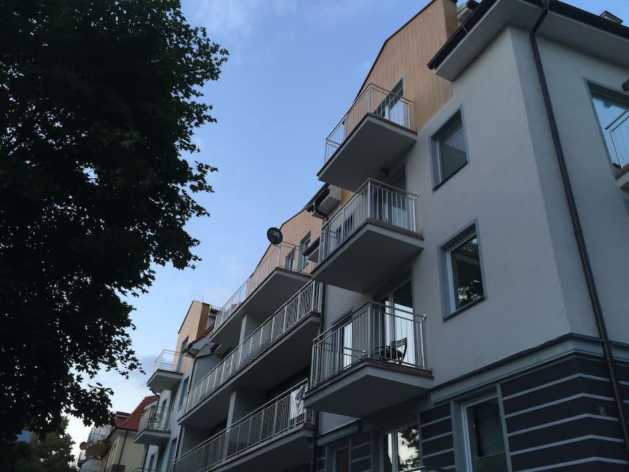 Blok w którym znajduje sie apartament