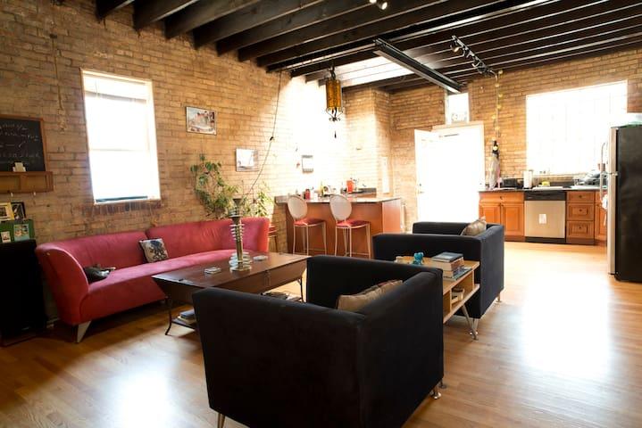 Wrigley/Boystown:Modern Coach House - Chicago - Loft
