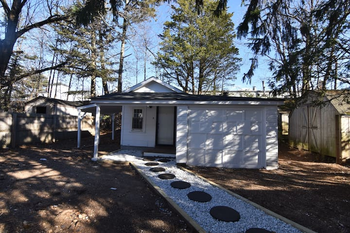 Charming, Cosy Cottage House, 1Bed Syosset, NY
