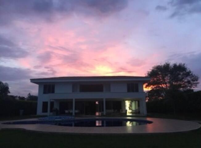 Hermosa casa a unos pocos minutos de Pereira