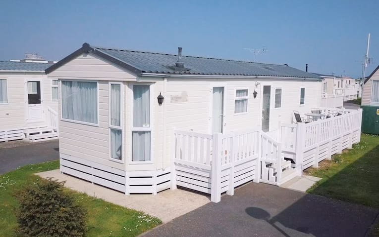 6 Berth Caravan on 5* Exclusive Site