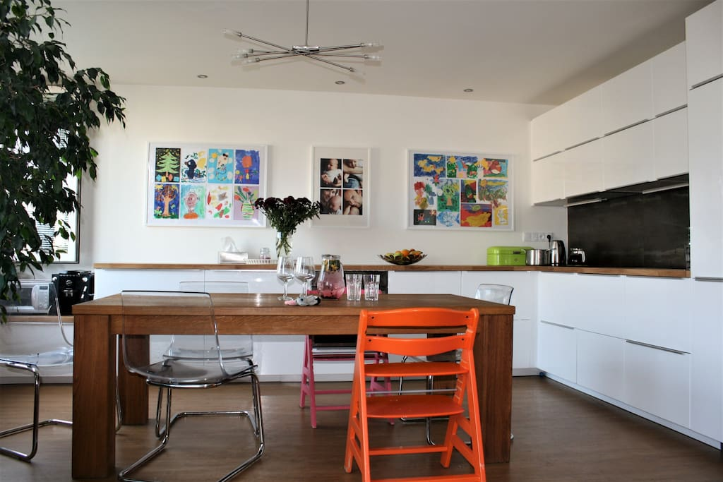 Big, fully equippped kitchen, seating for 8 people available