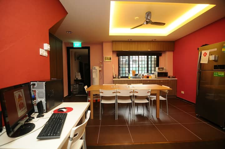 5 Mins to Clarke Quay MRT/ Double Room/City centre