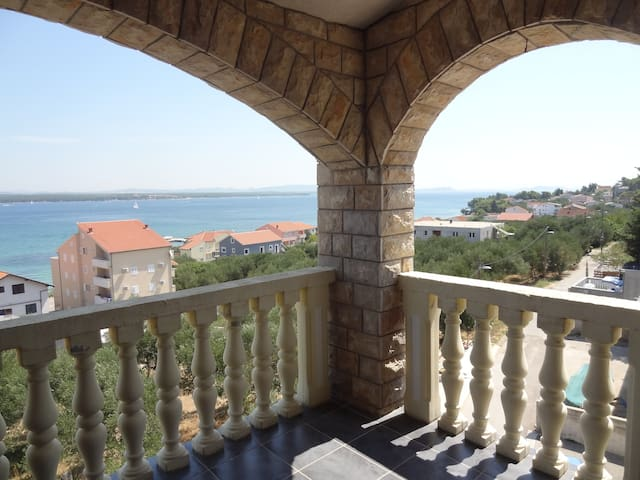 Apartment enjoying a magic sea view - Tkon - Leilighet