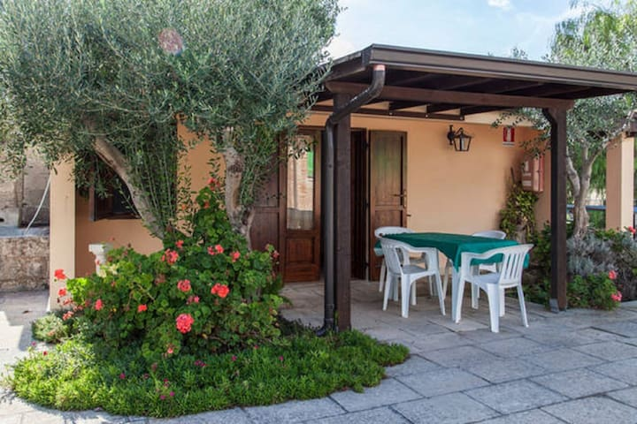 Quaint Holiday Home in Matino with Swimming Pool
