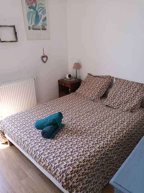 Cosy room for 2 near Bordeaux with pool.