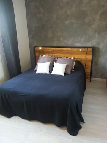 Chambre avec salle d'eau privative - Sorigny - House